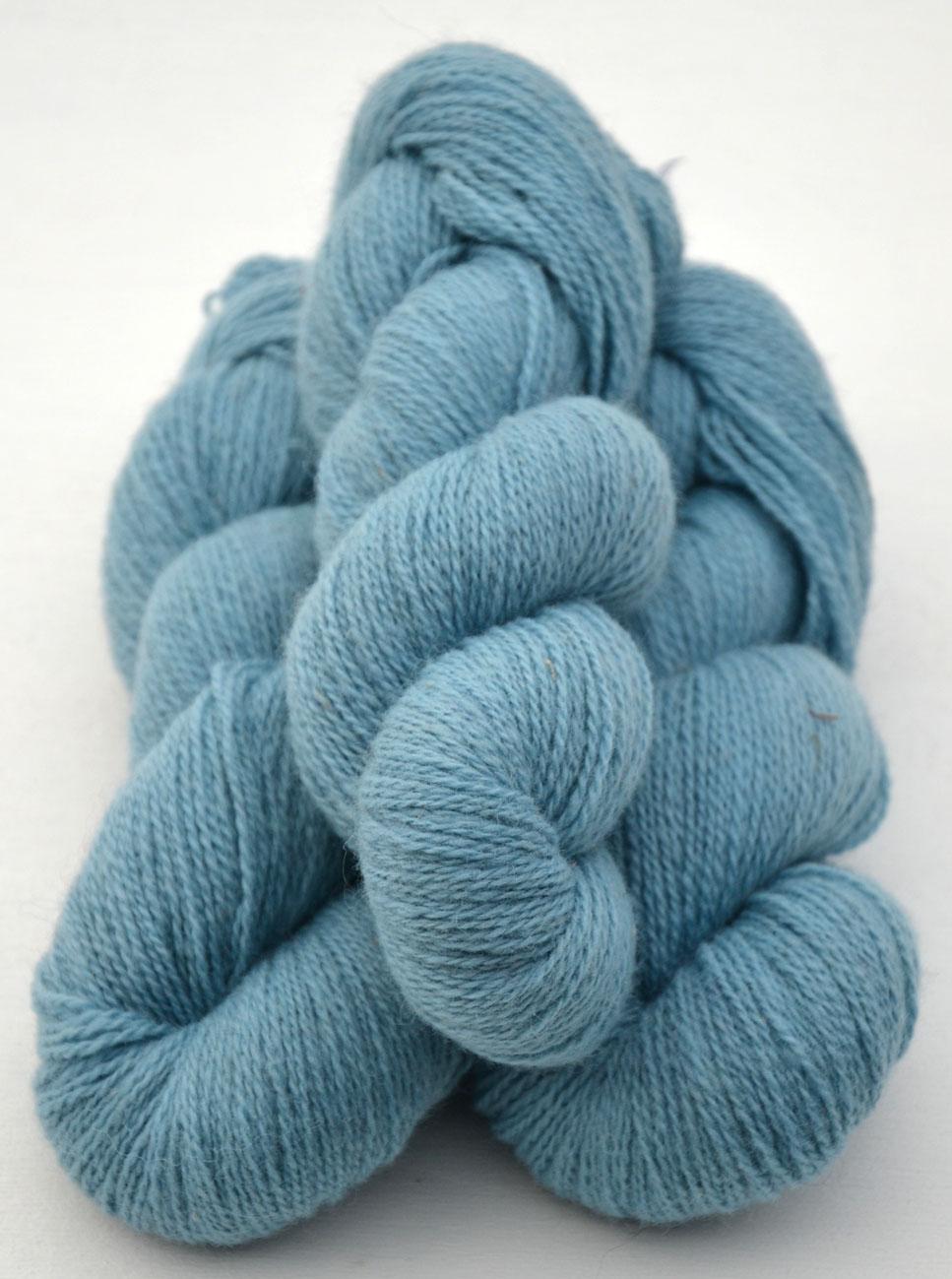 Ullcentrum 6/2-4131 Blautürkis auf weißer Wolle Bluish Turquoise on white Wool turkos på vit