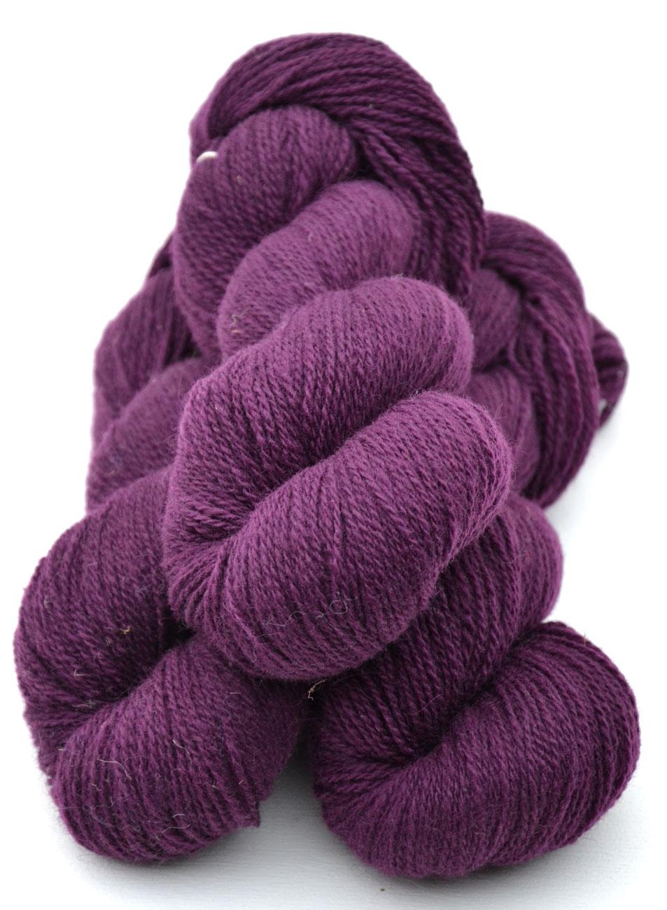 Ullcentrum 6/2-5102 Rotviolett auf hellem Gotland  Reddish Purple on light Gotland lila