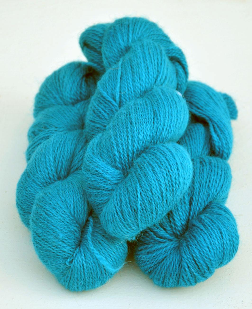 Ullcentrum 6/2-4101 Türkis auf weißer Wolle Turquoise on white Wool turkos på vit