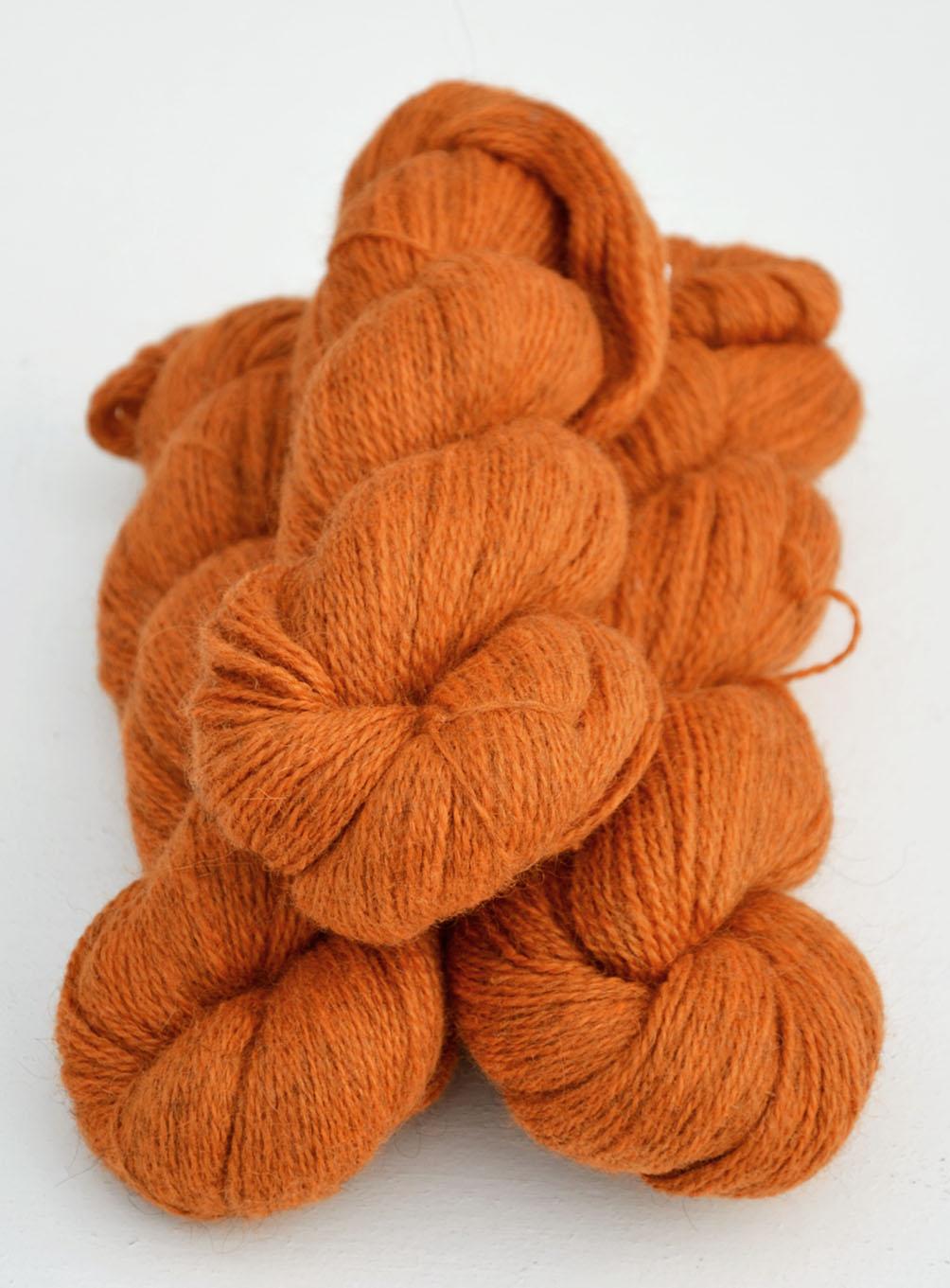 Ullcentrum 6-2-2122 Orange auf hellem Gotland Orange on light grey Orange på ljusgrå